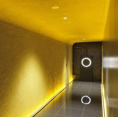 9F 天井の曲線も見事な茶室の佇まいに込めた、おもてなしの心をお届けします。