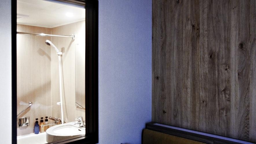 <バスルーム>客室との一体感が心地いい、明るいバスルーム