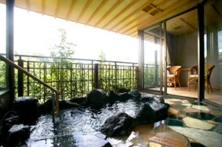 和モダン露天風呂付客室一例