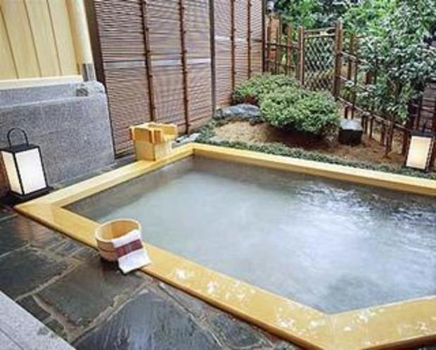 貸切露天風呂一例・ひのき『星の湯』