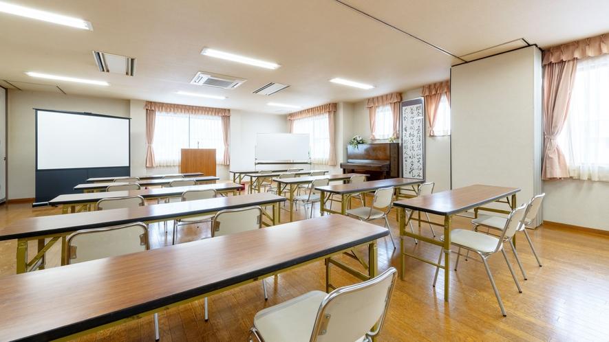 『多目的ホール』は会議やパーティなど、イベントによく使われます。お気軽にお問合せ下さい