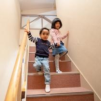 ロフト付き洋室の階段はスロープ付きです。探検気分で楽しくお泊り♪