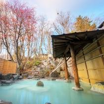 ■露天風呂■春は新緑、夏は紫陽花、秋は紅葉、冬はもちろん雪景色。四季折々に楽しめる人気の露天風呂