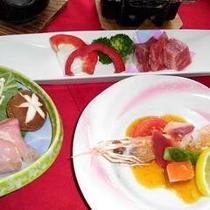 ご夕食イメージ【熊野山地古道鍋・和牛ステーキ・赤座海老と北寄貝の洋風サラダ】