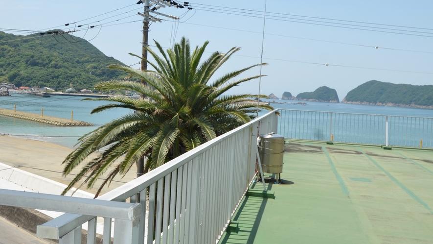 *客室からの眺め。目の前は衣奈海岸です
