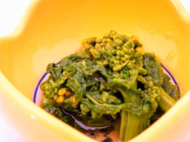 季節の小鉢/写真は春の菜の花(夕食一例)