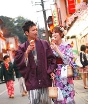 町歩きカップル