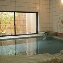 姉妹館「湯亭 花のれん」の貸切温泉【バラ色の人生】