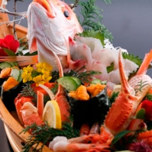 春告げ船盛り例:桜鯛、カニ、甘エビ、うに軍艦巻きなど春の素材満載