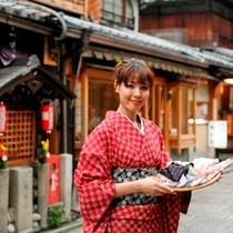 休前日&花のれんのお風呂ご利用無しは、秋のニ寧坂から京みやげを
