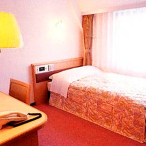 *シングルCタイプ一例/お部屋の広さが広めのシングルルーム。ベッドはゆとりのセミダブルベッドを設置。