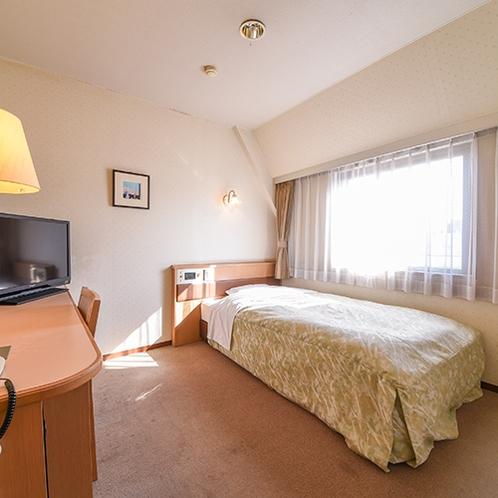 *【客室一例/シングルC】12~13平米の少し広めのお部屋です。