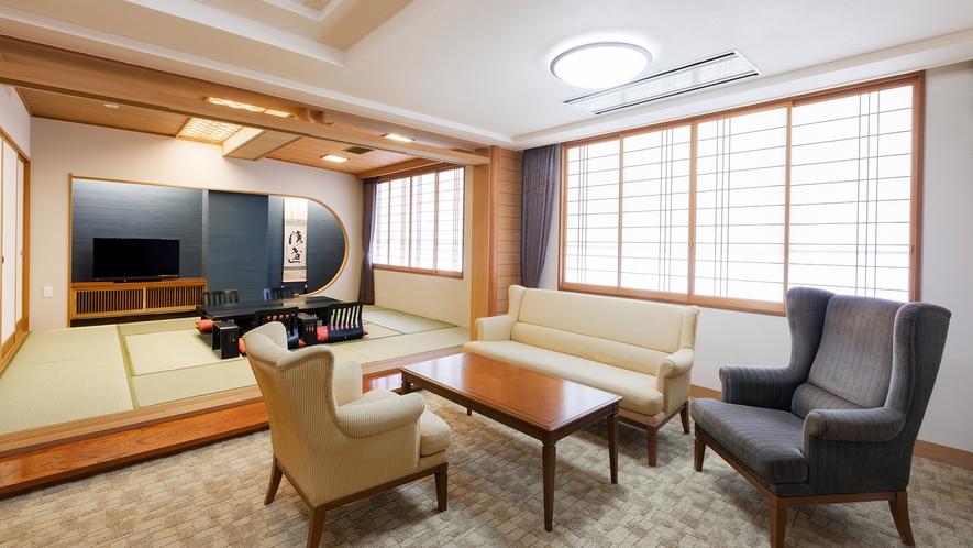 【特別室】広い内風呂と露天風呂付の洋室と和洋室の贅沢な間取り