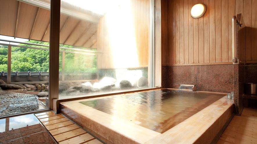 【特別室】最上階のお部屋のお風呂から北湯沢の景色をご覧いただけます