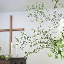 緑の森の教会/緑あふれる森の中で記憶に残るセレモニーを