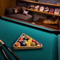 【カップルフロア】専用ラウンジにはビリヤードやレトロゲームなどをご用意