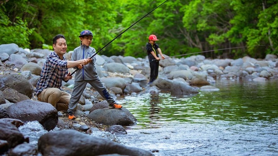 森と川で遊べるのが北湯沢の魅力です。不定期で釣り体験も開催!