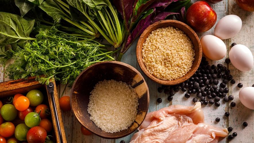 「タンパク質、糖質、脂質、ビタミン、ミネラルの5大栄養素を賢くとって大正解!」