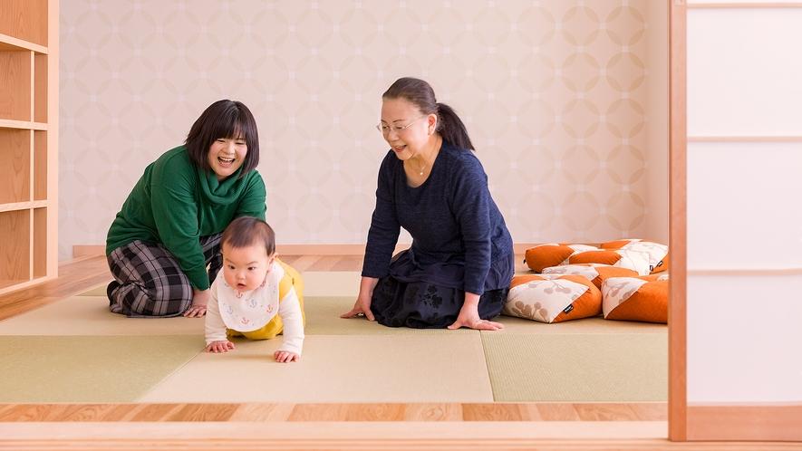 【ジュニアファミリールーム】リビングと和室の二間続きのジュニアファミリールームは、お子様に近い目線で