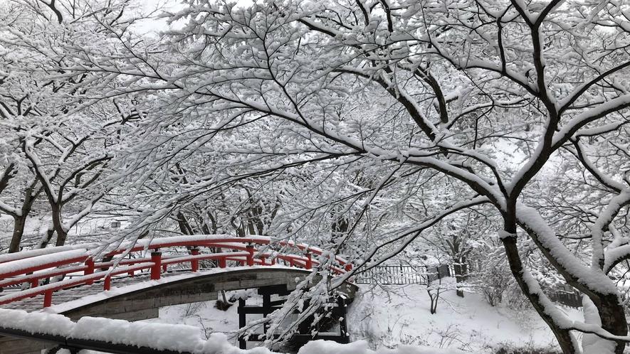 *冬の河鹿橋/紅葉が有名な河鹿橋は冬になるとノスタルジックな雰囲気へと変わります。