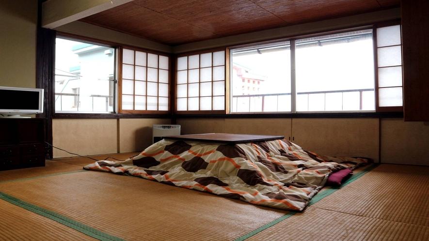 *[4階客室一例]昭和の雰囲気を色濃く残したお部屋です(冬は炬燵をお出しします)