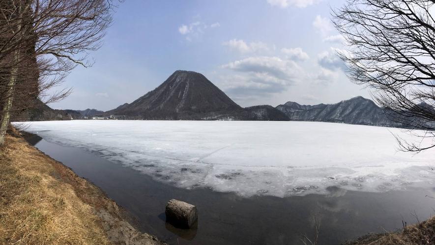 *冬の榛名湖/ワカサギ釣りや冬はイルミネーションなどが楽しめます。