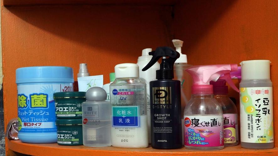 *[浴場一例]カミソリ/シャワーキャップ/歯ブラシ/化粧水/髪結いゴム/マスク/綿棒は浴場に常備