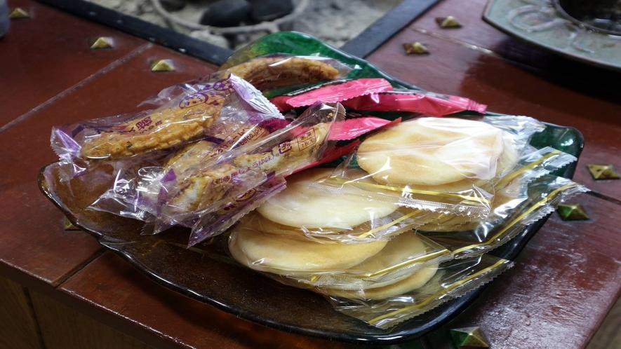 *[館内/ロビー一例]御菓子もご自由にどうぞ!お客様が自由に使える憩いの場