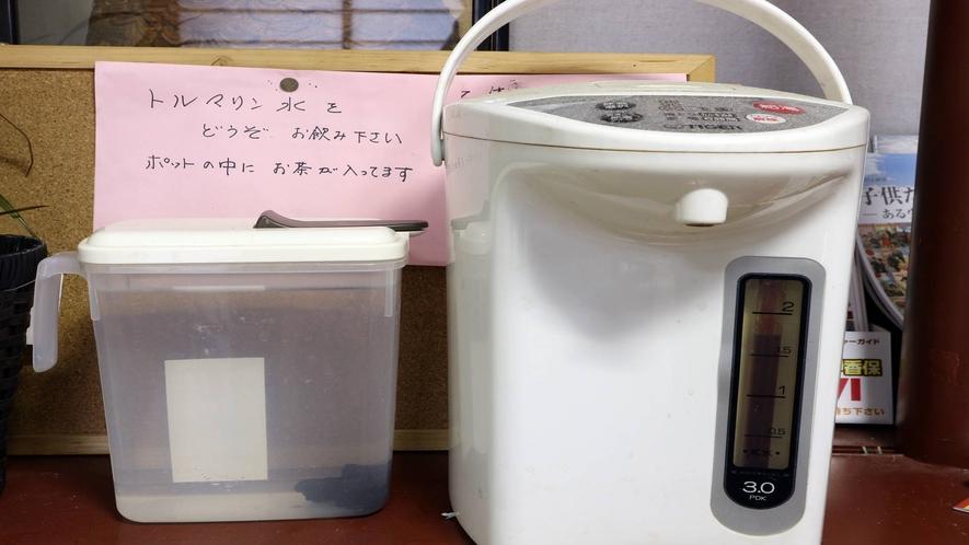 *[館内/ロビー一例]トルマリン水やポットにはお茶もご用意しております。