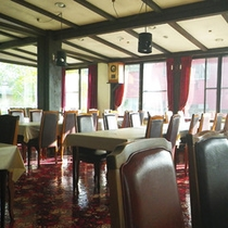 *【施設/食堂】菅平高原の四季の変化を楽しみながら、お食事をどうぞ。