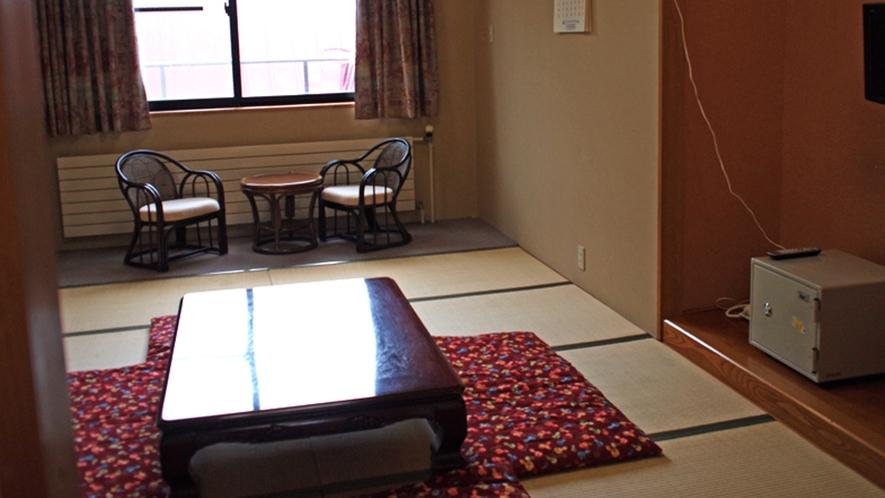 *【ダボス館/和室10畳】旅の疲れや、お風呂で温まった体を、ゆっくりと休めてください。
