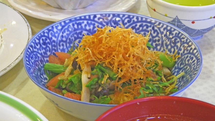 *【夕食一例】高原野菜を使い、1品1品丁寧に仕上げました。