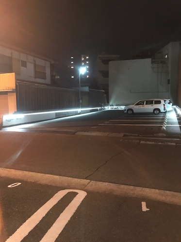 ホテル前無料平面駐車場指定番号有