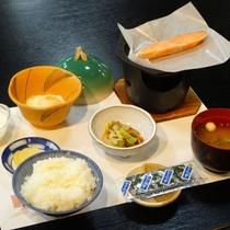 【朝食一例】和定食をお食事処にてご用意いたします(一例)