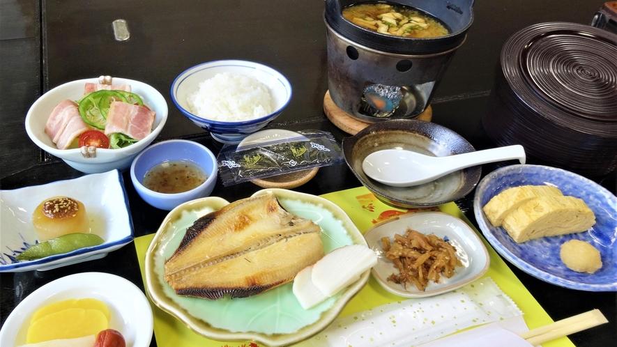 *【朝食一例】だし巻き卵は出来立てを、お味噌汁は火をつけてアツアツをお召し上がり頂けます♪