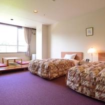 *【和洋室一例】ベッド2台と畳のスペースがある和洋室。広々と使えるのでご家族様にもオススメです。