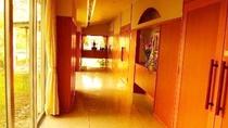 *【館内】お隣の日帰り温泉施設「このか」さんへ通じる回廊