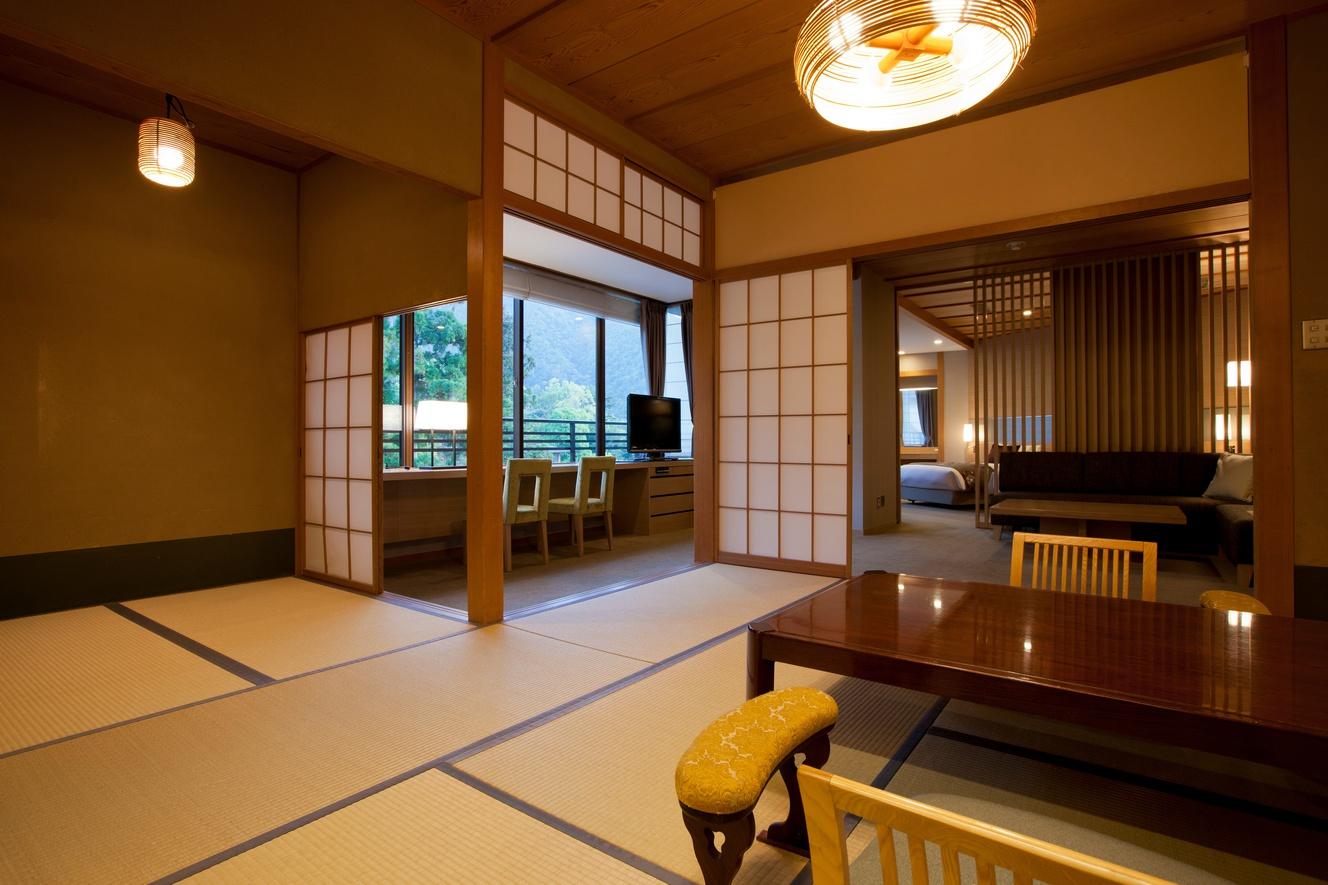 広々とくつろげる洋室と、数寄屋造りの和室12畳の数寄屋和洋室デラックス