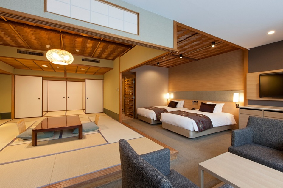 綱代の天井がどこか懐かしい数奇屋造りの和室と、明るく快適なベッドルームを組み合わせた和洋室