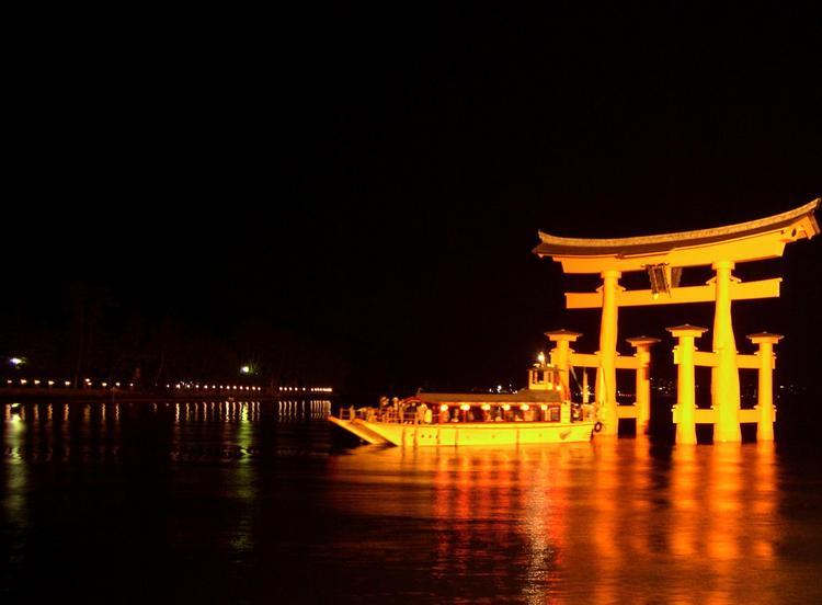 宮島グランドホテル 有もと 夜の厳島神社ライトアップ散策 ...