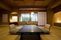 匠のこだわりで、全室に異なる模様の唐紙をあしらった数寄屋造りの和室。