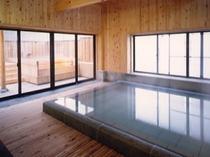 4階湯殿「やすらぎ」奥は露天風呂