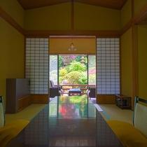 【日本庭園側】特別室(本間11帖+次の間+広縁)