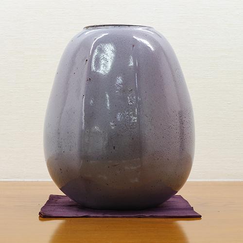 *【レストラン】陶芸家の小林東五氏の作品を飾っております