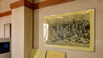 *【会議室】史料に残されていない幕末に撮られた写真の複写を飾っております
