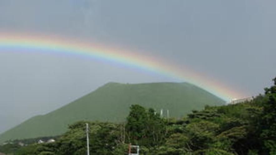 大室山に虹2(ワイド)