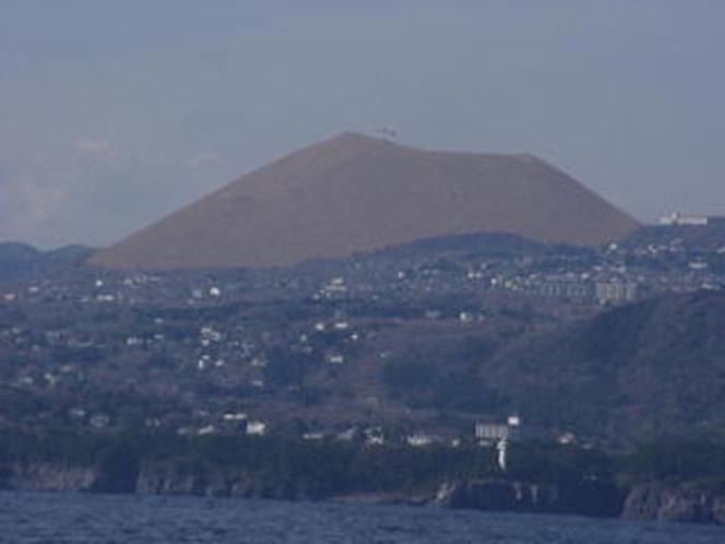 城ヶ崎より大室山を望む