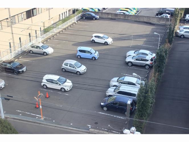 無料駐車場100台