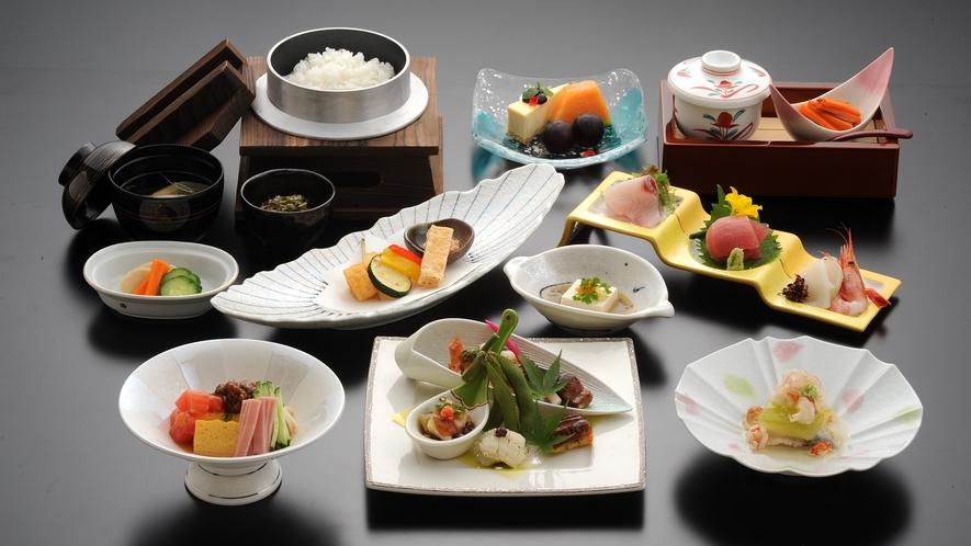 *【夕食一例】/彩り鮮やかなお料理の数々。真心こめてご提供いたしております。