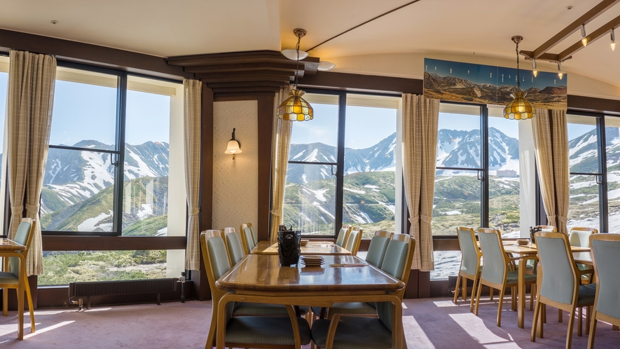 *【館内一例】立山連峰が眺められるパノラマレストラン